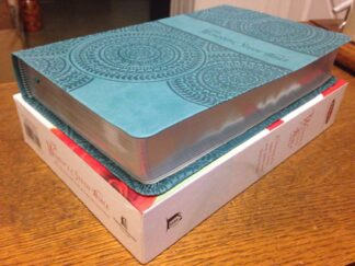 NKJV Woman's Study Bible, Personal Size-Leathersoft Peacock Blue
